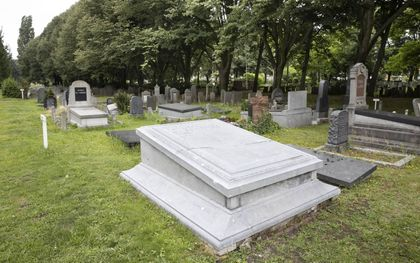 Het graf is van vuil en aangroei ontdaan.RD, Anton Dommerholt
