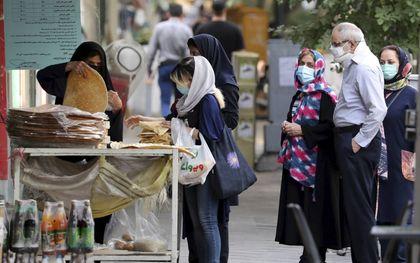 """""""De economische malaise en de internationale isolatie heeft van Iran een arm land gemaakt.""""beeld EPA, Abedin Taherkenareh"""