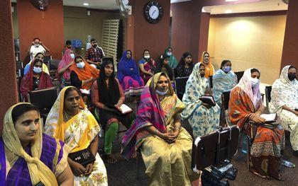 Migranten uit India tijdens een kerkdienst in Koeweit. beeld NBG