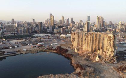 De haven van Beiroet, een jaar na de dodelijke explosie die grote delen van de stad verwoestte. beeld EPA, Wael Hamzeh