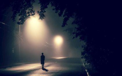Eenzaamheid kent veel gezichten. Je denkt te weten wat het is, maar ze blijkt steeds weer een doos met andere inhoud.beeld Unsplash