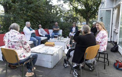 Koffie-inloop bij Bij Bosshardt in Kananleneiland. beeld RD, Anton Dommerholt