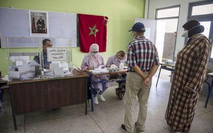 Marokkanen brengen hun stem uit.beeld EPA, Jalal Morchidi
