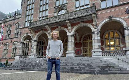 Marinus Jongman voor het Academiegebouw
