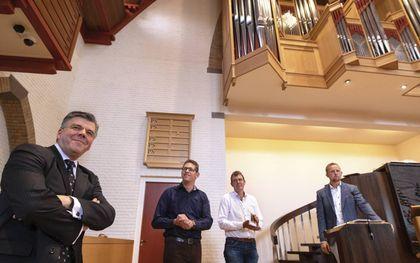 Ds. G. J. Baan (links) is zaterdag verkozen als voorzitter van de Vereniging Organisten Gereformeerde Gemeenten (VOGG). Hij volgt Dirk Jan Versluis (rechts) op. beeld Dirk Hol