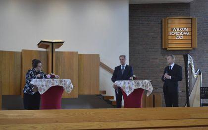 De Vrouwenbond Gereformeerde Gemeenten hield dinsdag haar bondsdag. Sprekers waren ds. H. J. Agteresch (rechts) en diaken Bax (tweede van rechts). beeld VGBB
