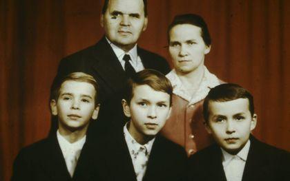 Michaïl Chorev met zijn vrouw Vera en hun drie zonen. beeld Friedensstimme