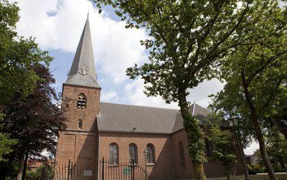 Dorpskerk te Woudenberg. De politie surveilleerde zondag bij diverse kerkgebouwen in het dorp.beeld André Dorst