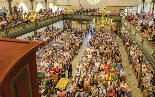 Samenzang in Urk in de zomer van 2019, dus nog voor coronatijd. Met ingang van zaterdag dienen concertgangers een coronapas te tonen. beeld RD, Henk Visscher