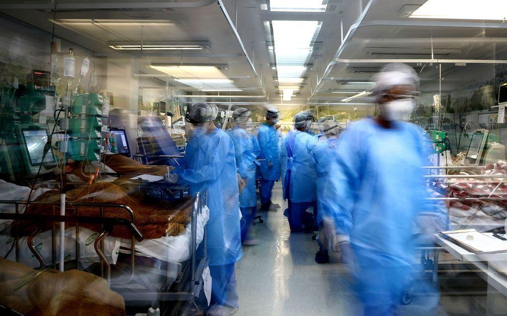 Gezondheidswerkers in een Braziliaans ziekenhuis. beeld AFP, SILVIO AVILA