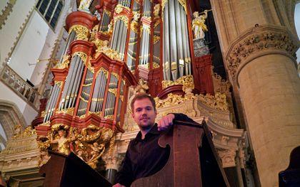 Gabriele Agrimonti, winnaar van het internationaal orgelimprovisatieconcours, zaterdag in de oude Bavo in Haarlem.beeld Cor van Gastel