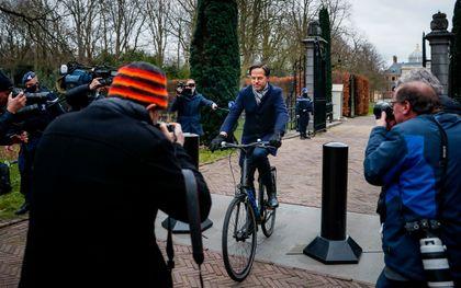 Premier Mark Rutte verlaat Paleis Huis ten Bosch. beeld ANP, Remko de Waal