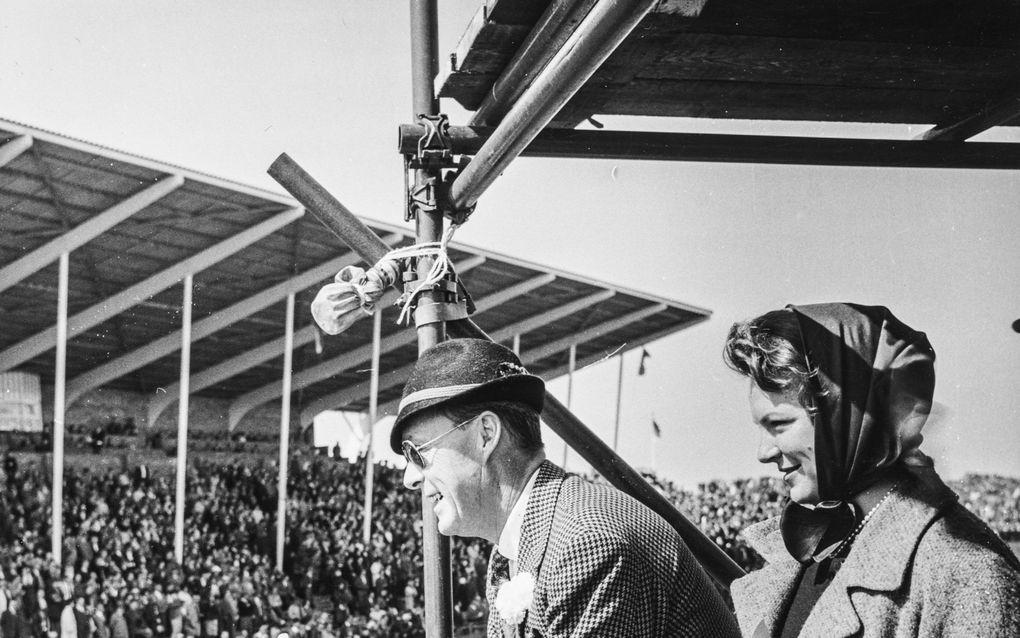 Prins Bernhard op het circuit van Zandvoort in 1961. beeld Nationaal Fotopersbureau