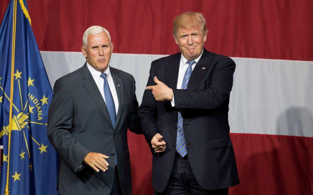 Presidentskandidaat Donald Trump met zijn running mate Mike Pence tijdens een verkiezingsbijeenkomst in 2016. De Republikein Trump versloeg dat jaar, voor velen verrassend, Hillary Clinton. beeld AFP, Tasos Katopodis
