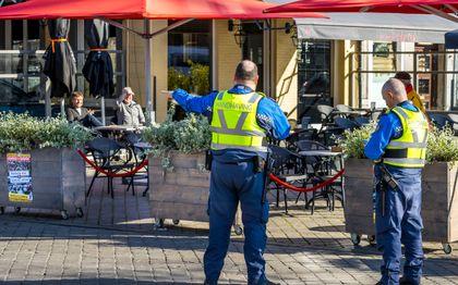 Handhavers in het centrum van Maastricht. beeld ANP, Marcel van Hoorn