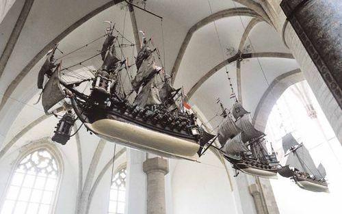 DEN HELDER – De drie scheepsmodellen in de Sint Bavokerk in Haarlem zouden de verovering in 1219 van Damiate, dat aan de ingang van de Nijl lag, door de kruisvaarders symboliseren. Met een ijzeren zaag, die zich aan de voorsteven van de schepen bevond, we