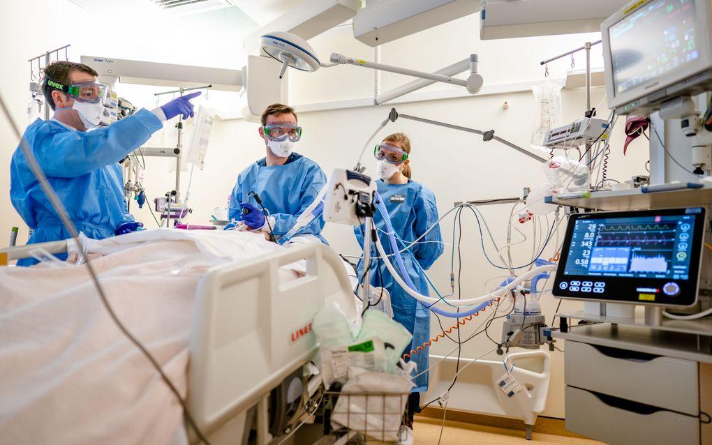 De speciale Covid-IC afdeling in het Leids Universitair Medisch Centrum (LUMC).  beeld ANP BART MAAT