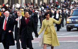 President Obama en zijn vrouw lopen richting het Witte Huis. Foto EPA