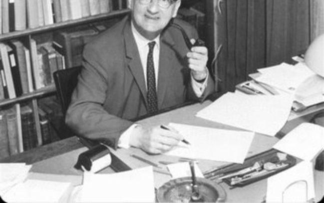 """Het gaat in het christendom om de verzoening, maar het drááít om de schepping. Dat is de kern van de boodschap van het derde deel van het Verzameld Werk van de hervormde theoloog prof. dr. A. A. van Ruler (1908-1970), over het thema """"God, schepping, mens"""