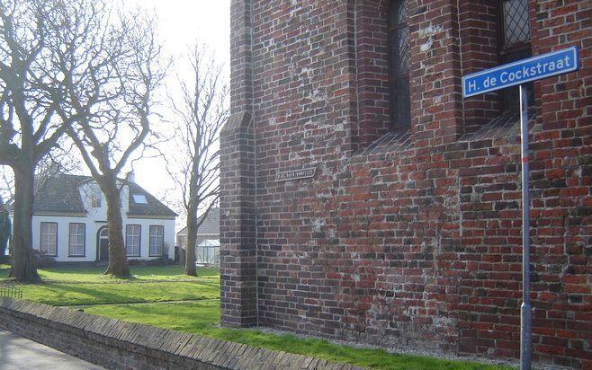 De Hendrik de Cockstraat in Ulrum, links zijn pastorie. Foto's RD