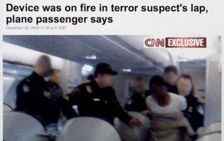 RIJSWIJK - Screengrab van cnn.com. De website van CNN toont een foto van de arrestatie van de 23-jarige Nigeriaan Farouk Abdulmutallab, die vrijdagavond heeft geprobeerd een toestel van Northwest Airlines op te blazen, dat van Schiphol onderweg was naar n