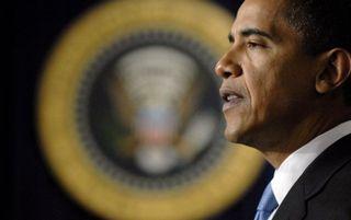 WASHINGTON – De man van wie iedereen dacht dat hij de nieuwe Amerikaanse president was, Barack Obama, heeft woensdag in het Witte Huis weer de eed afgelegd tegenover opperrechter John Roberts en in aanwezigheid van journalisten. Foto EPA