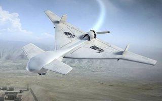"""Israël bouwt geavanceerde drones zoals deze IAI Harop. Het onbemande vliegtuig kan 7 uur surveilleren, zelfstandig een doel uitkiezen en daarop als een kruisraket neerstorten. In militaire taal heet zo'n wapen """"loitering munition"""".beeld IAI"""