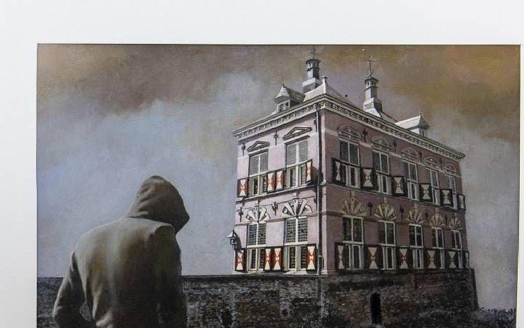 """""""Het doek """"terug naar het oude normaal"""" van de schilder Piet den Hertog ademt eenzaamheid, vervreemding, contactverlies en is in die zin tekenend voor de periode die we nu meemaken."""" beeld RD, Henk Visscher"""