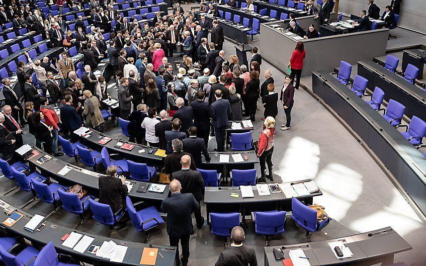 Het Duitse parlement debatteert over het vluchtelingenvraagstuk. In asielzoekerscentra hebben regelmatig geweldincidenten tegen christenen plaats. beeld EPA, Till Rimmele