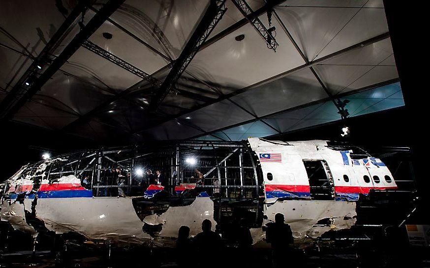 Reconstructie van de Boeing 77, beter bekend als vlucht MH17. Het vliegtuig werd in de zomer van 2014 met 298 passagiers aan boord uit de lucht geschoten. Aan de hand van teruggevonden wrakstukken is een reconstructie rondom een metalen frame gemaakt. Het