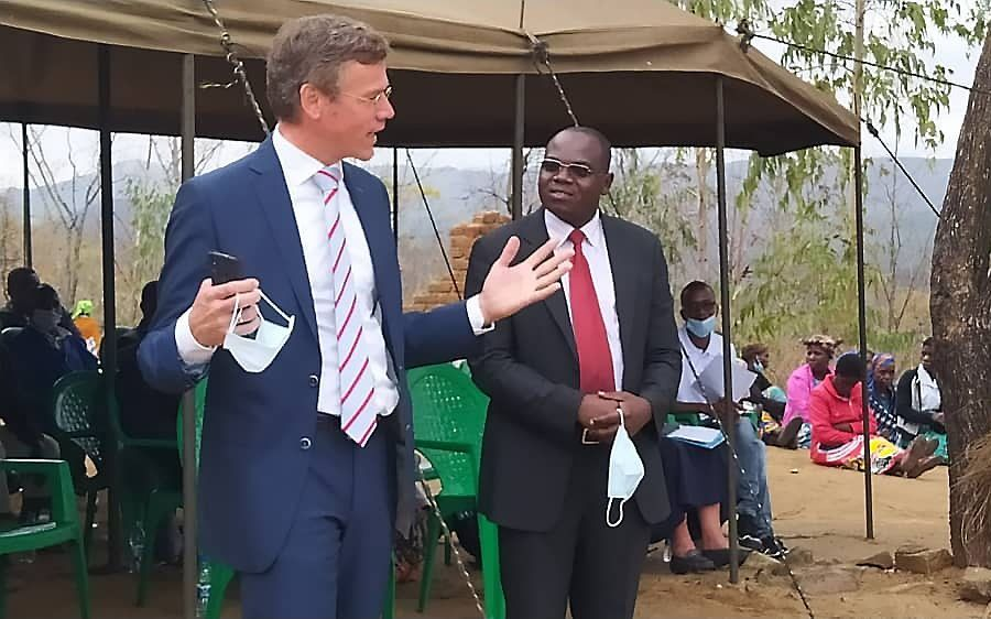 Toespraak van directeur J. van der Ham, vorige week in Namitalala in Malawi. beeld Stéphanos