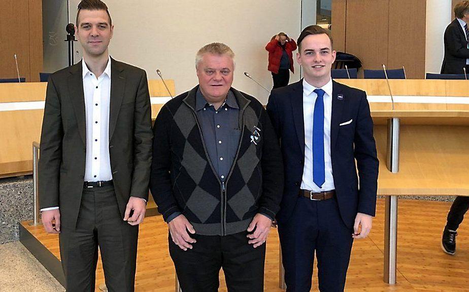 De Urkers van de PVV-lijst voor de Provinciale Statenverkiezingen. Jan Wakker, Jan Meindert Keuter (m.) en Hendrik Wakker. beeld PVV Flevoland