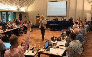 Stemming over de toelating van vrouwen tot de ambten tijdens de GKV-synode in 2017. beeld RD