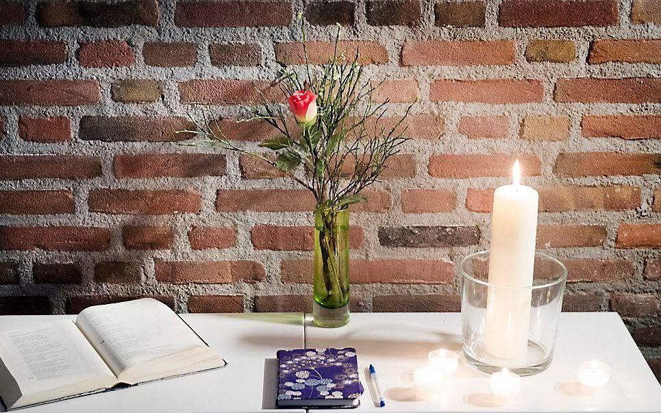 De studentenkerk waar een herdenkingsplek is ingericht ter nagedachtenis aan de lawineslachtoffers in Frankrijk.  beeld ANP